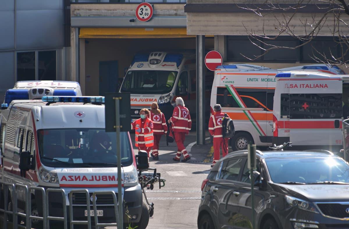 Coronavirus, a Bergamo paziente positivo scappa dall'ospedale. Caccia all'uomo in Val Brembana