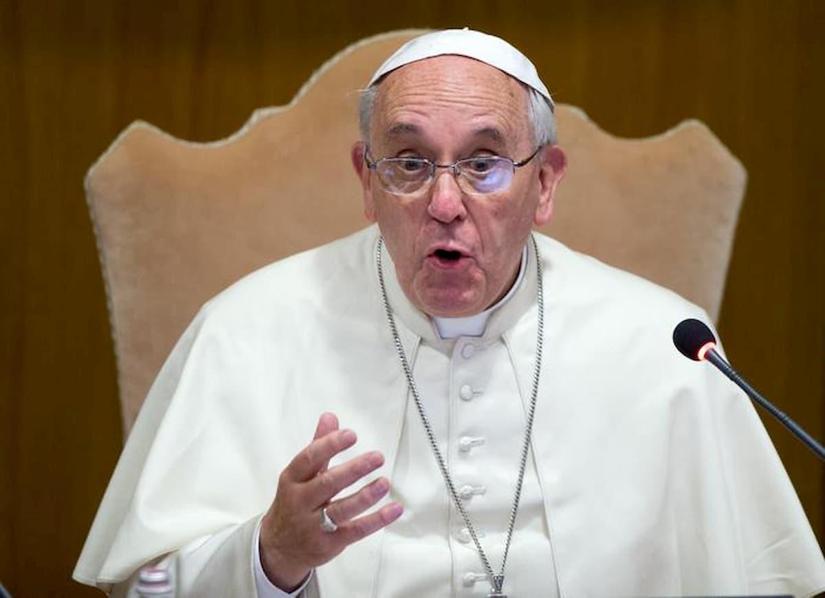Coronavirus, altro tampone per Papa Francesco. C'è un positivo a Santa Marta