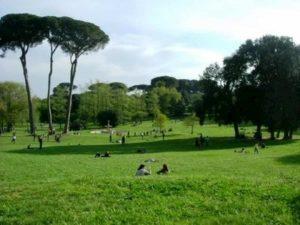 Coronavirus, a Roma chiusi parchi, aree giochi e ville