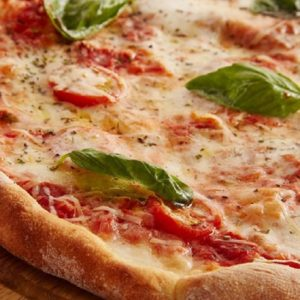Coronavirus Roma, vietate pizze margherita, con patate etc... Solo bianca e rossa