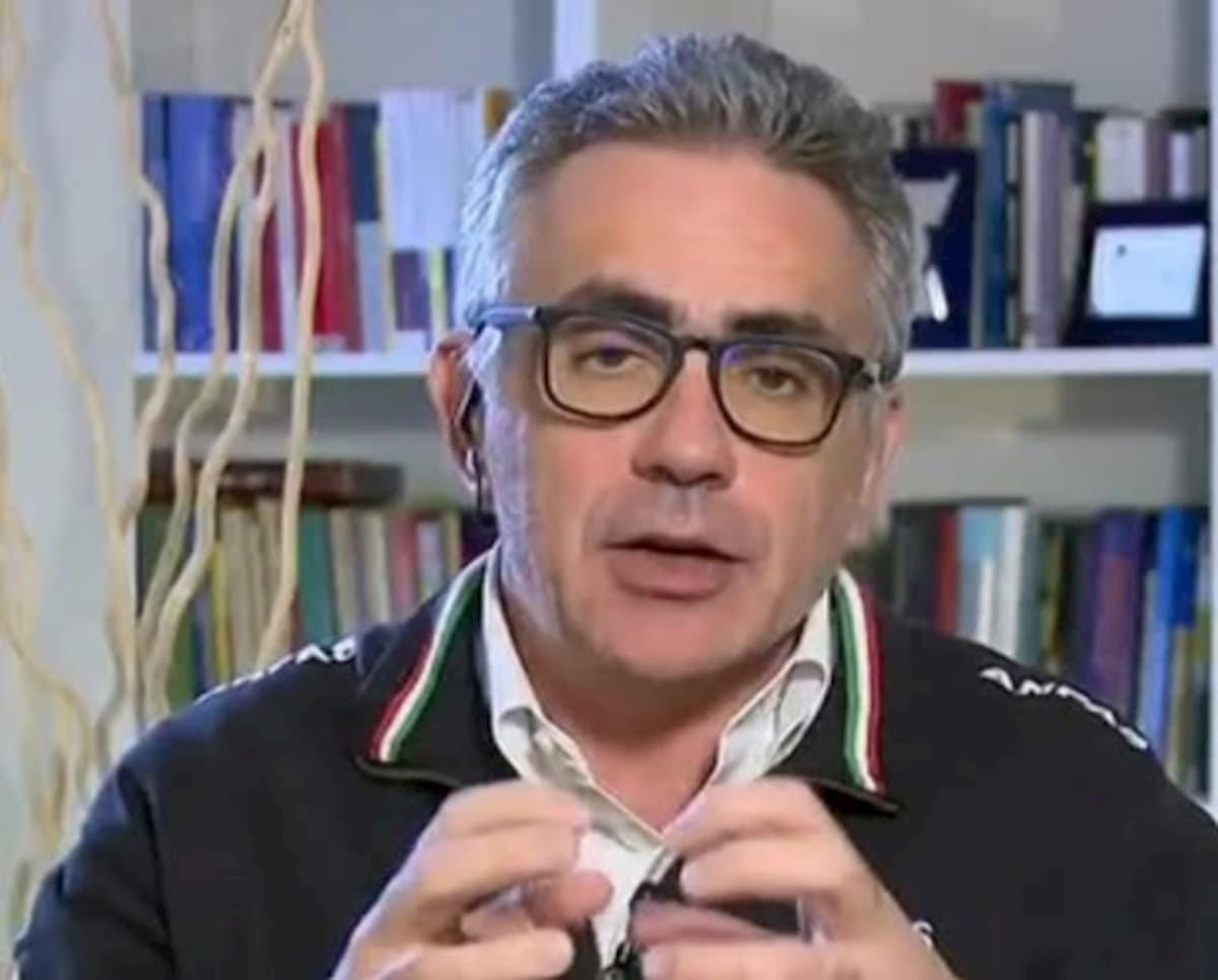 """Coronavirus, il virologo Pregliasco: """"In Italia non ci sarà un picco unico di contagiati"""""""