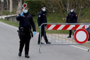 Coronavirus, fugge dalla quarantena a Vo' Euganeo per andare a sciare, ma si rompe il femore: segnalato ai carabinieri