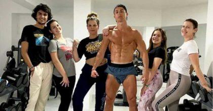 """Coronavirus, Cobolli Gigli attacca Cristiano Ronaldo: """"Via per la madre, prende il sole in piscina"""""""