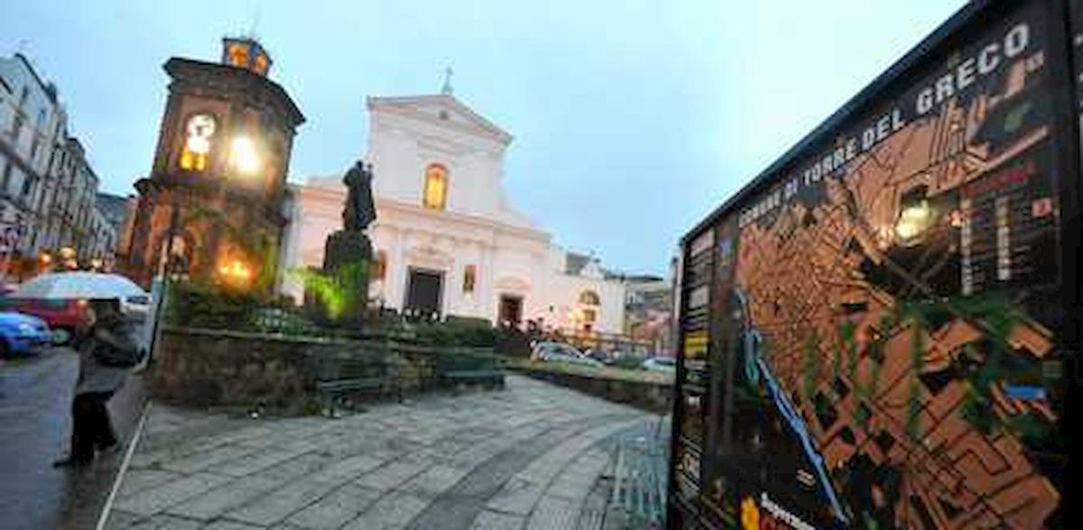 Coronavirus, Torre del Greco si affida alla Madonna (via streaming). Come nel 1861 per fermare il Vesuvio