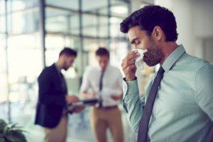 """Coronavirus, infettivologa: """"Starnuti e naso colante non sono sintomi"""""""