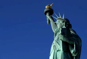 Coronavirus, chiusa a New York la Statua della Libertà