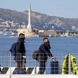Sicilia, stop movimenti persone in entrata e in uscita. Navi merci per chi deve spostarsi
