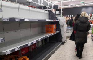 Coronavirus, nel Regno Unito carta igienica a ruba: i supermercati mettono un tetto agli acquisti