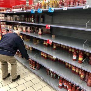 """Supermercati, Coop chiude la domenica. Il ministro: """"Riduciamo gli orari, ma restano aperti"""""""