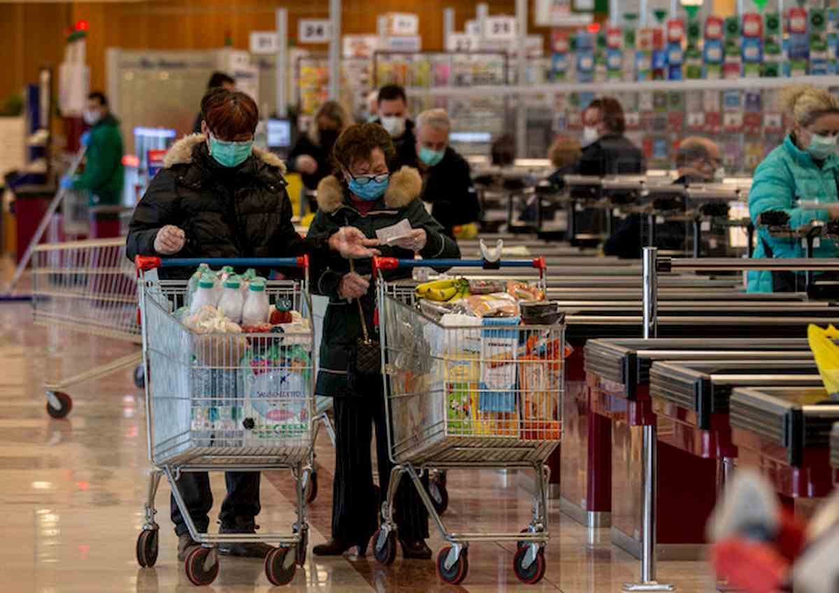 Coronavirus, il paziente 1 di Aversa guarito: lo aggrediscono al supermercato
