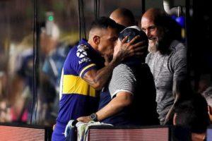 coronavirus! Tevez bacia Maradona dopo lo scudetto del Boca
