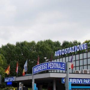 Coronavirus, dopo Milano Roma: assalto ai pullman in fuga verso il Sud. Nessun controllo