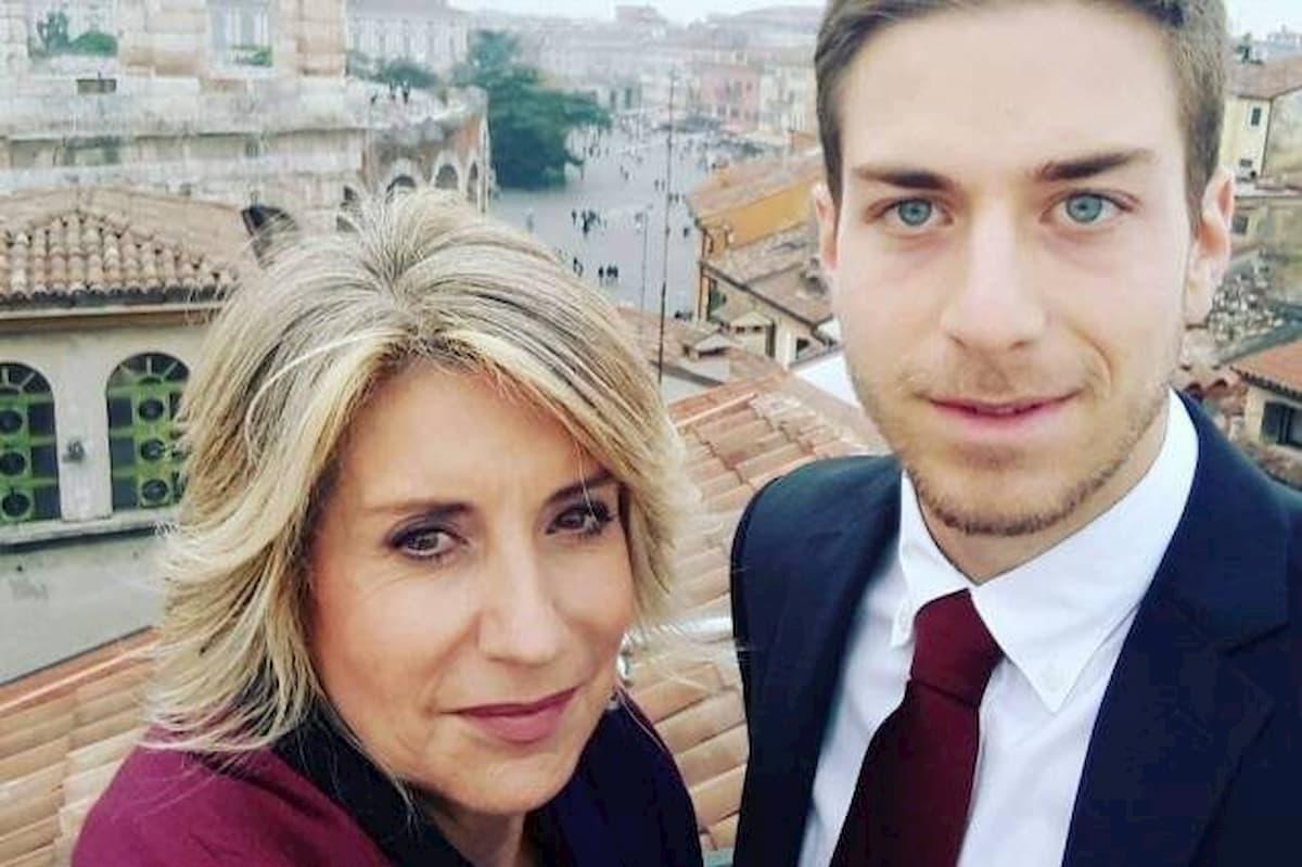 """Coronavirus, il figlio di Tiziana Ferrario positivo: """"Atleta di 29 anni, il virus gli ha stravolto la vita"""""""