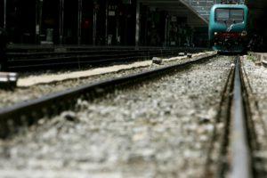 Coronavirus, panico su treno Livorno-Milano: passeggero con tosse e febbre, vagone isolato