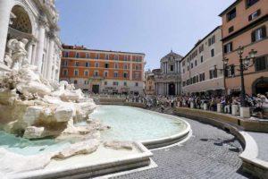 Coronavirus, a Roma chiudono Fontana di Trevi e Fori Imperiali. Off limits anche San Pietro