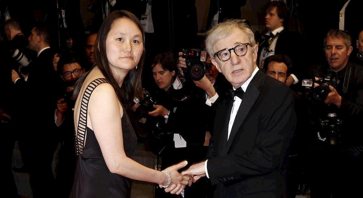 Woody Allen, nel suo libro la storia d'amore con la figlia adottiva di Mia Farrow