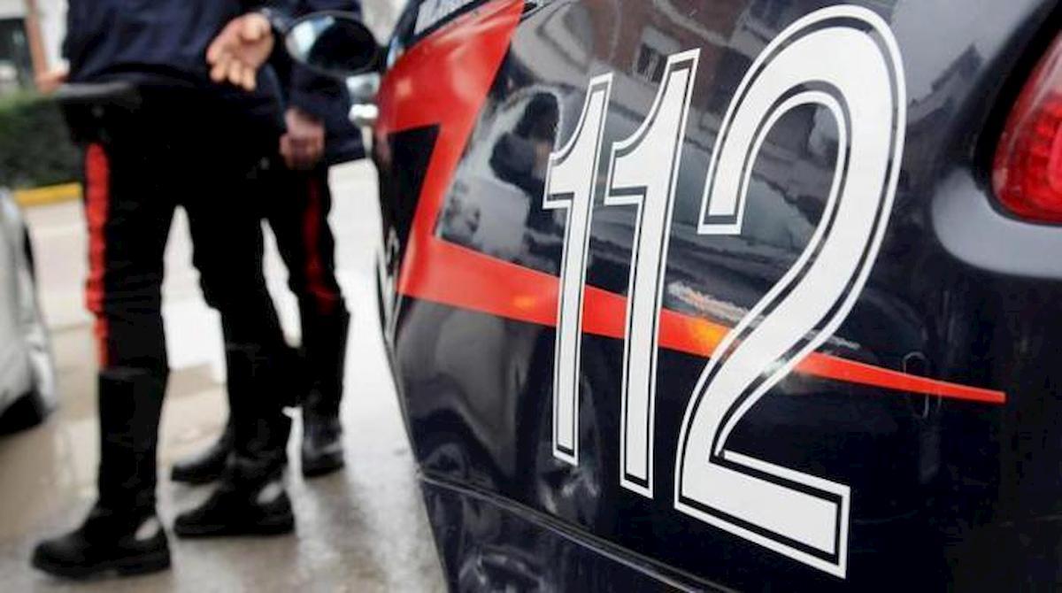 Bellaria, litigano per il parcheggio condominiale e aggrediscono i vigili. Arrestati 2 pensionati
