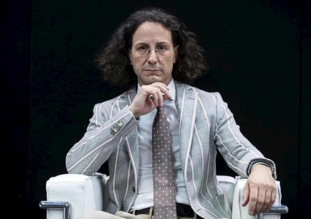 Adriano Panzironi: i miei integratori contro coronavirus. Lo spengono in tv, ci provano...