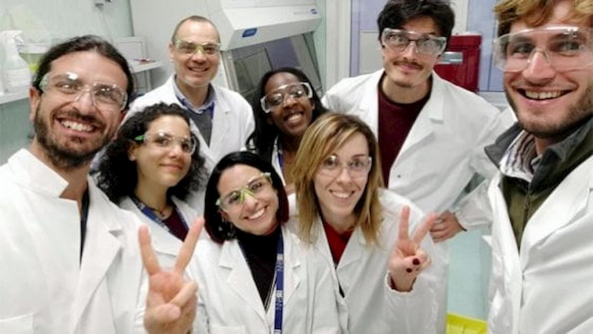 Coronavirus, iniettate a Oxford le prime dosi del vaccino. Tra i volontari la ricercatrice Elisa Granato
