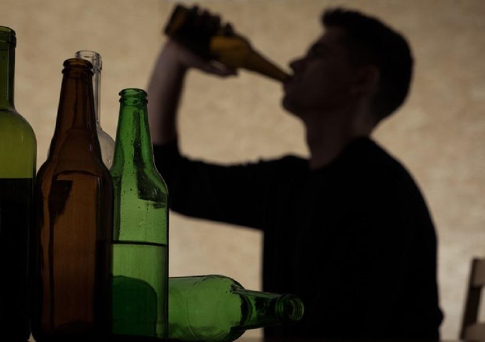 Coronavirus, vodka e cognac per uccidere il virus. La follia di Bielorussia e Kenya