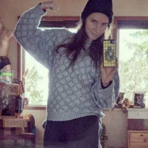 Amanda Knox e i consigli su come superare la quarantena: allenamento, cibo, letture...
