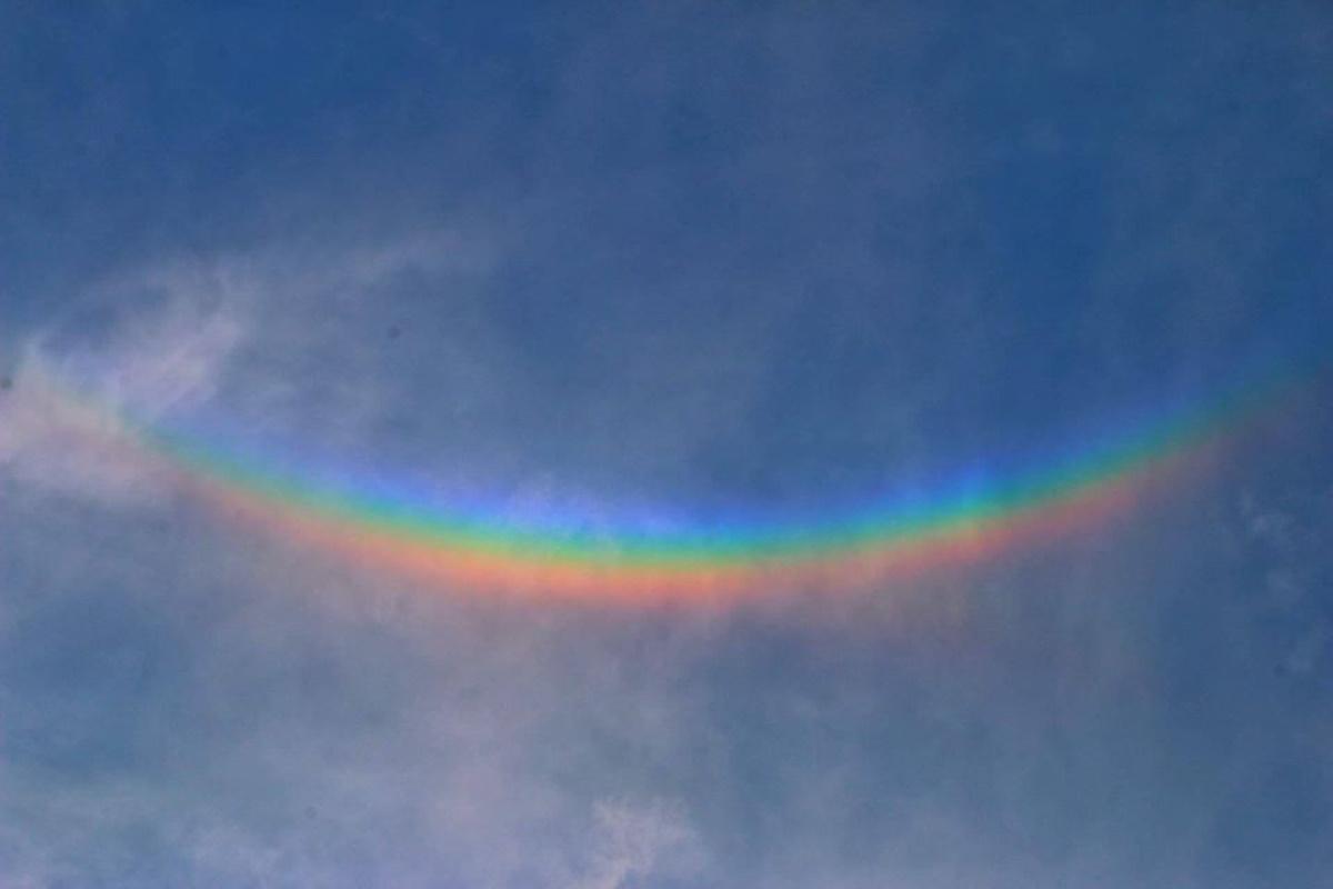 Arcobaleno rovesciato, cos'è e come si forma nel cielo