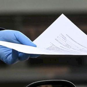Coronavirus Firenze, girava in auto senza patente e senza motivo: maxi multa da 5.110 euro