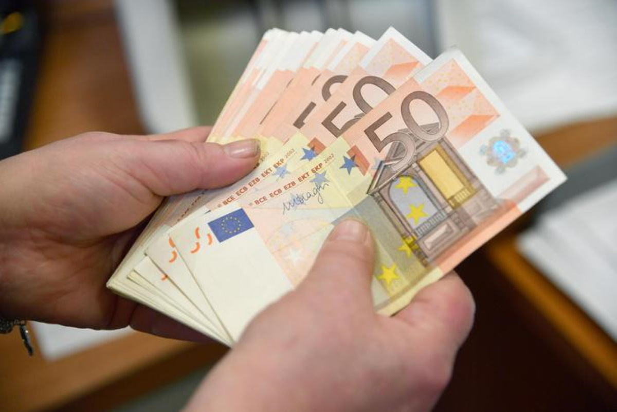 Coronavirus aumento pagamenti digitali: banconote rischio contagio