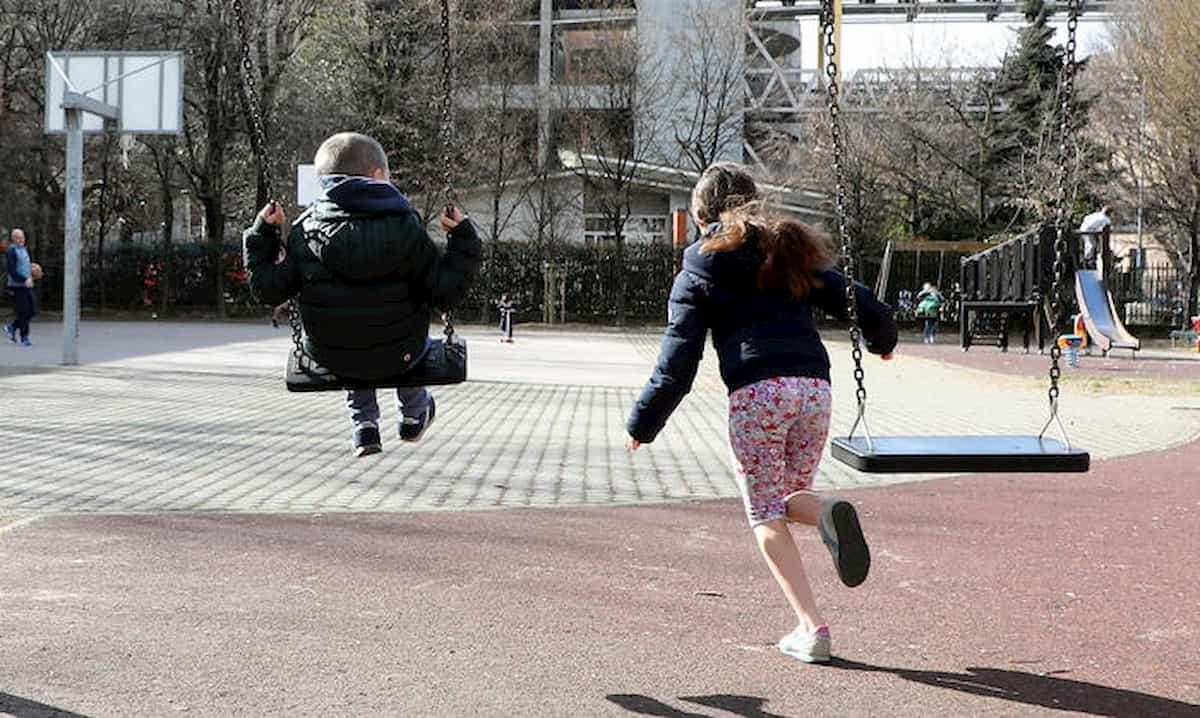 Fase 2 per i bambini: dalla riapertura dei parchi alle uscite con la mascherina