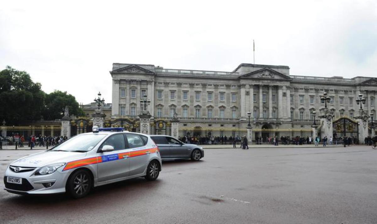 Coronavirus coppia lo fa nel parco davanti a Buckingham Palace