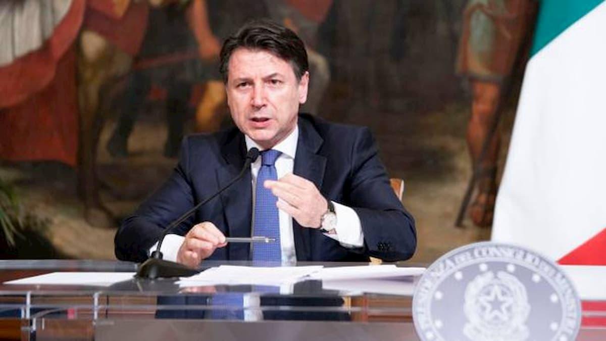 """Coronavirus, Conte: """"400 miliardi per la ripresa economica"""""""