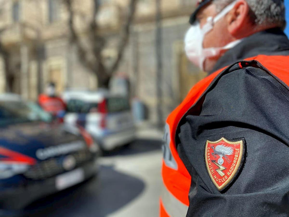 Pomezia, non si ferma all'alt dei carabinieri: inseguimento con sparatoria sulla Pontina