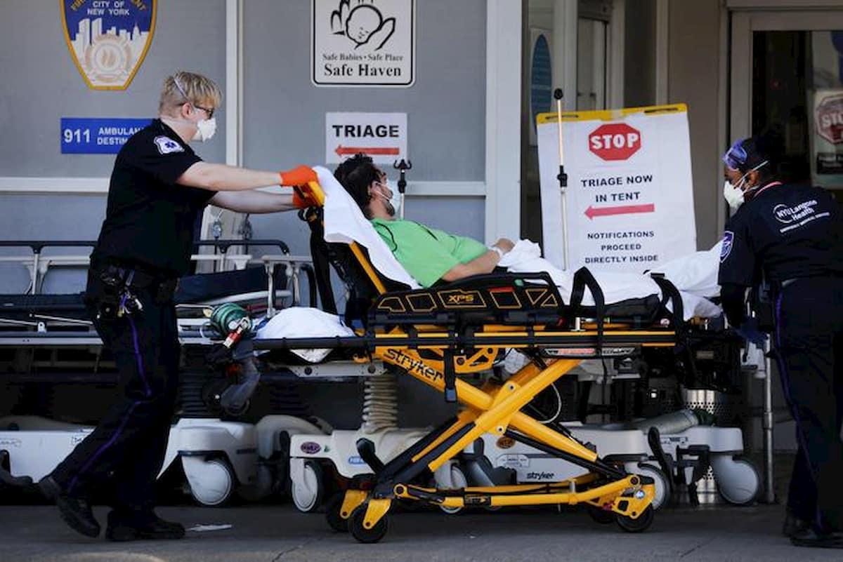 Usa, record di morti ieri: 4591, il doppio del giorno prima. Mentre Trump pensa a riaprire