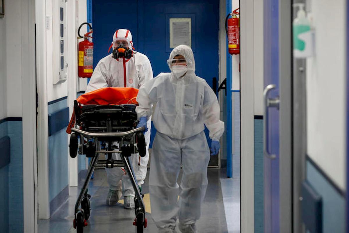 Coronavirus, bollettino 29 aprile: calano ancora i malati, 548 in meno. Altri 323 morti