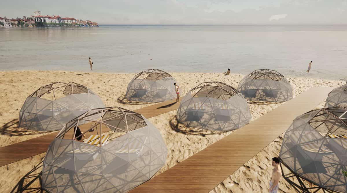 Cupole di bamboo in spiaggia per evitare il coronavirus: larghe 4 metri con doccia interna