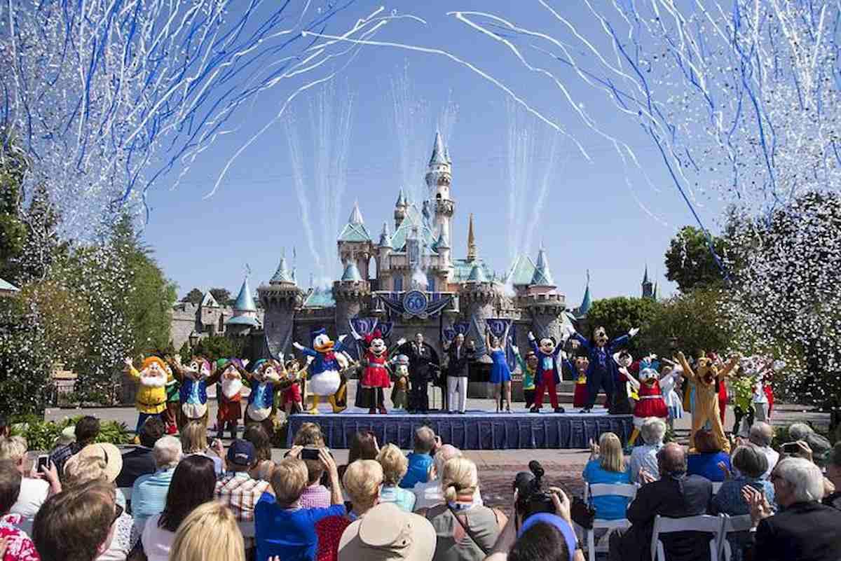 Coronavirus, tornano a casa i 200 italiani bloccati a Disneyworld. Farnesina sblocca volo da Orlando