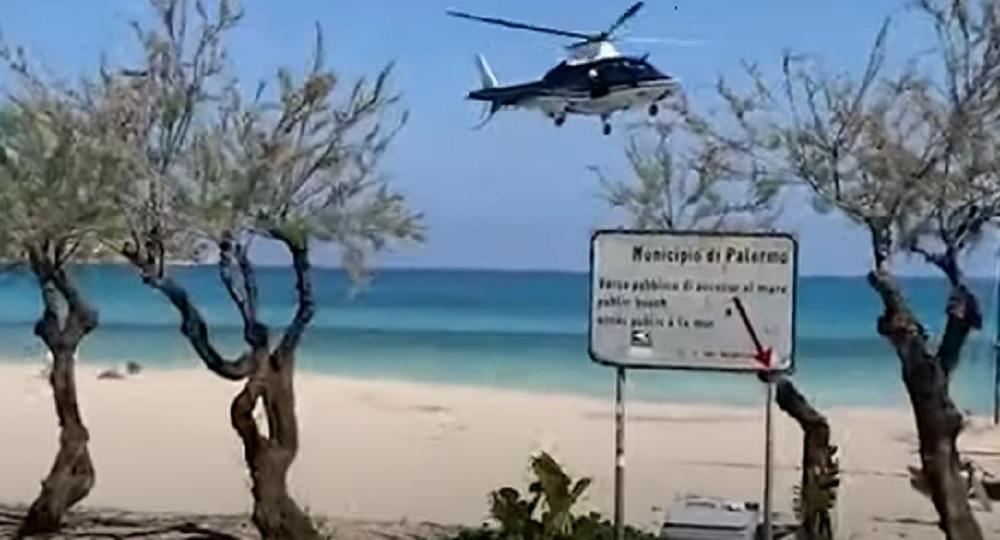 Coronavirus Palermo, elicottero dei carabinieri allontana un uomo in spiaggia VIDEO