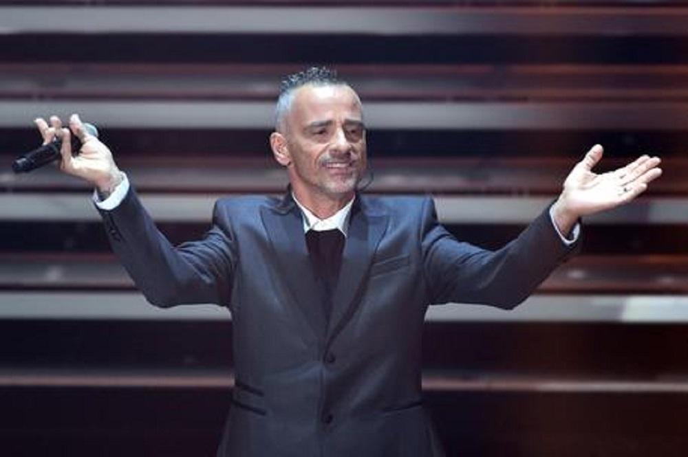 Eros Ramazzotti e Roberta Morise insieme? Il cantante smentisce il flirt