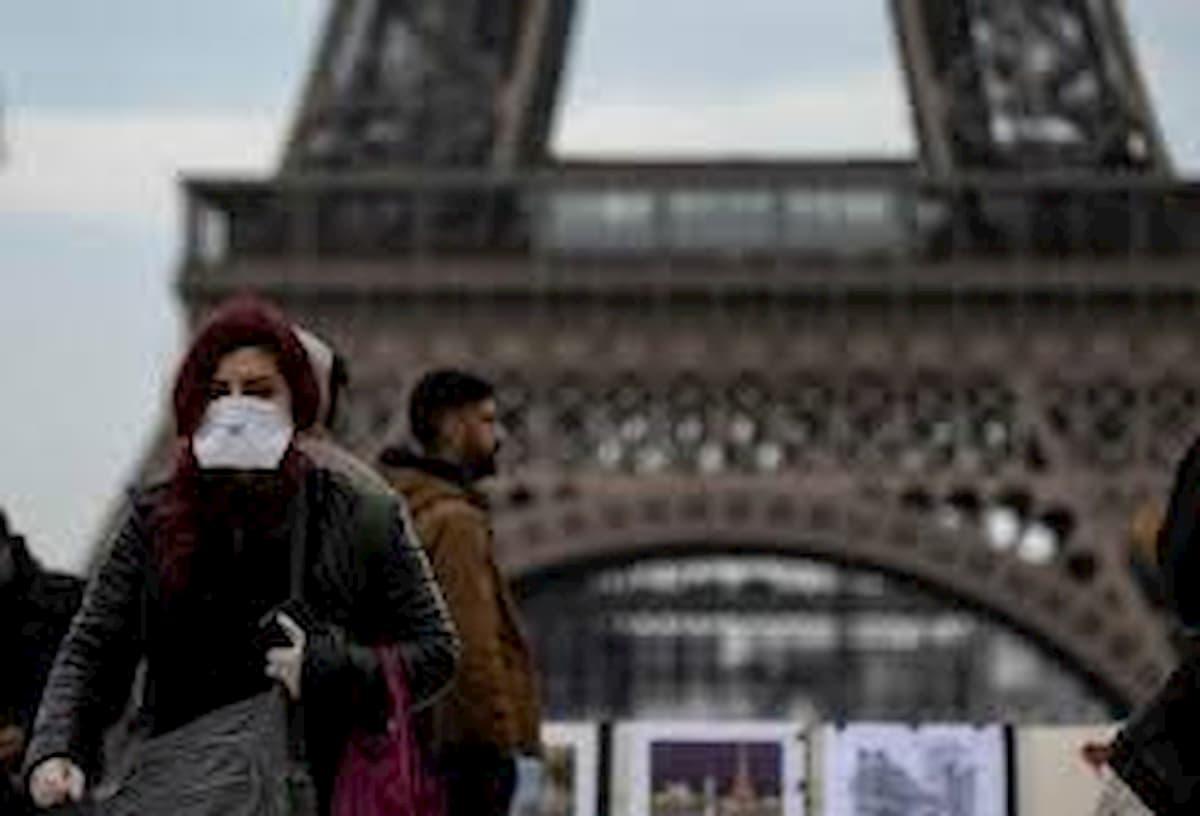 Coronavirus in Francia, slitta al 18 l'apertura di medie e licei. Stop al campionato. Autocertificazione solo oltre i 100 km