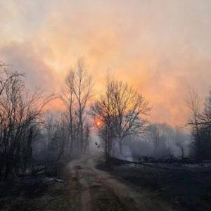 Ucraina, non si fermano gli incendi vicino a Chernobyl: lambita la ex centrale nucleare