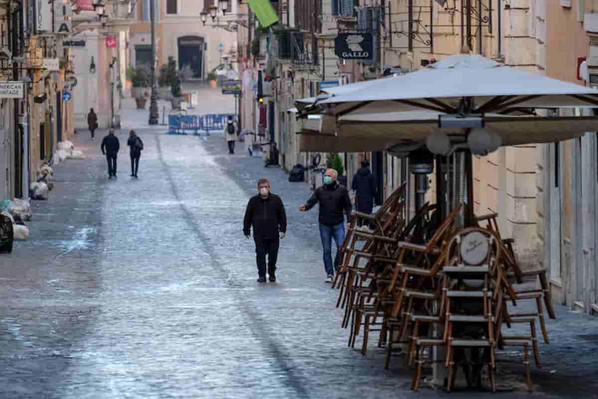 Lockdown Italia rinviato al 9 novembre. Ma c'è troppa gente in giro