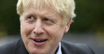 Coronavirus, Boris Johnson in ospedale: ha ancora febbre alta e tosse