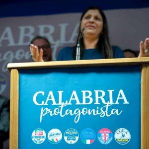Coronavirus dà alla testa dei politici. Calabria abolisce epidemia. App, bus e metro immaginari