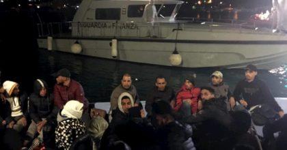 Migranti: porti chiusi, Italia non è sicura. Il decreto: no sbarchi, stop Ong