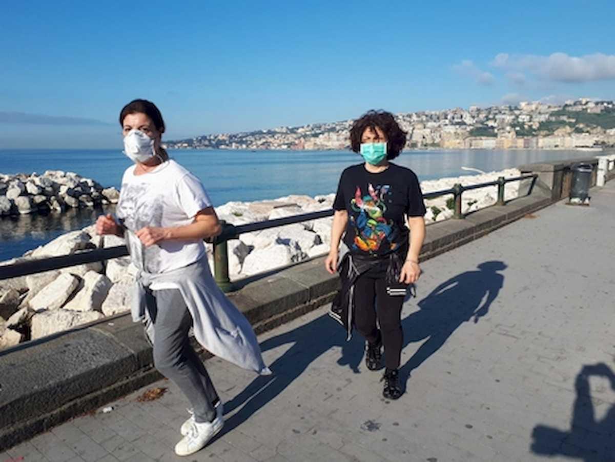 Fase 2, in Campania vietato fare jogging: solo passeggiate vicino casa