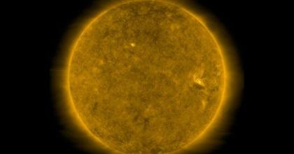 Macchia solare fotografata svela risveglio del Sole: verso massima attività