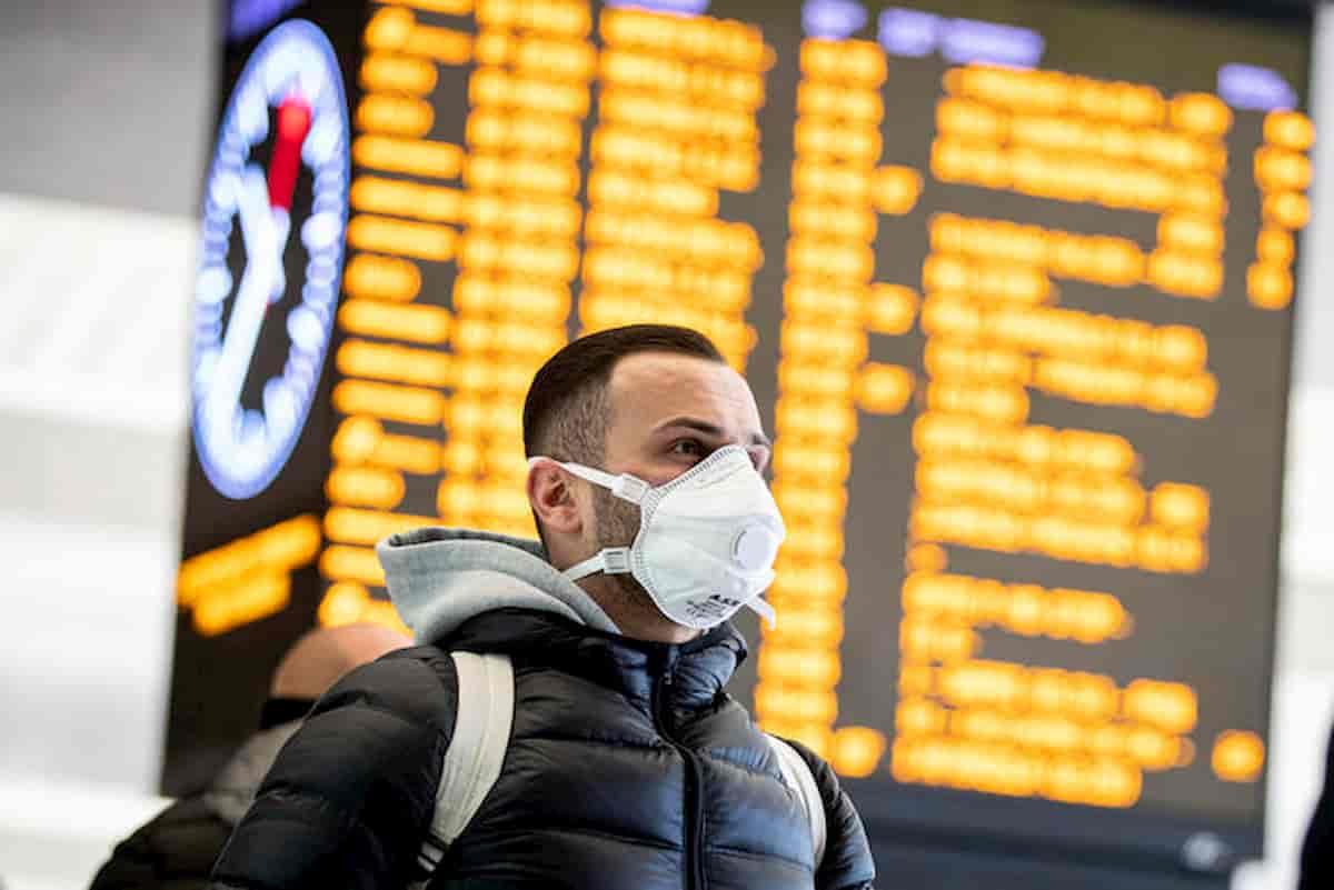 Coronavirus Italia. Mascherine chirurgiche prezzo giusto è 2,5 euro. Se le vendono a cinque...