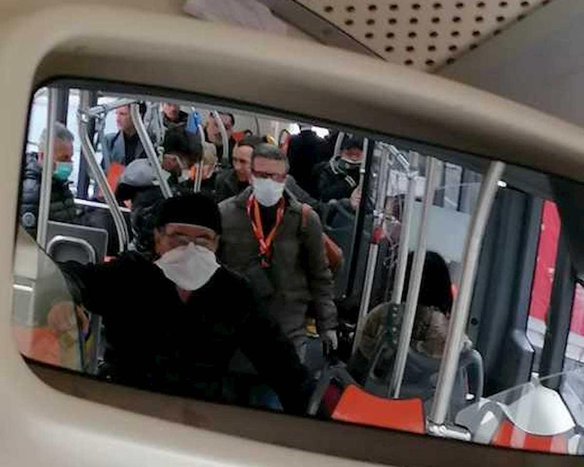 """Fase 2, lettera al ministro de Micheli: """"Distanziamento impossibile sui mezzi pubblici"""""""