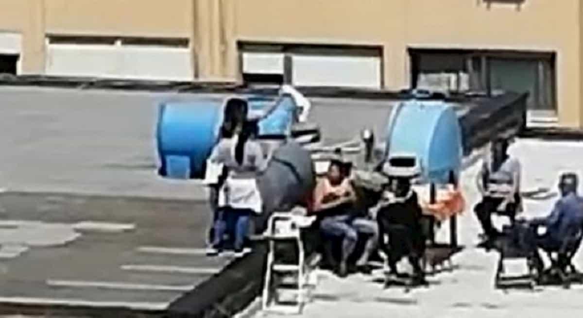 Estinzione meritiamo! Gli spara fuochi contro elicottero polizia a Palermo, quelli della festa dall'infetto a Lodi