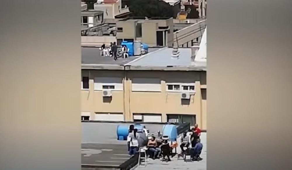 """Coronavirus, grigliata sul tetto a Palermo. """"Ci stavamo solo divertendo ad arrostire carne"""""""